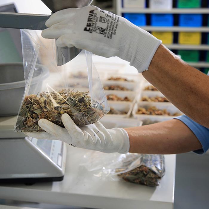 Individuální bylinné směsi lze také<br>připravit ve variantách tangu, granulí,<br>tablet nebo odvaru.